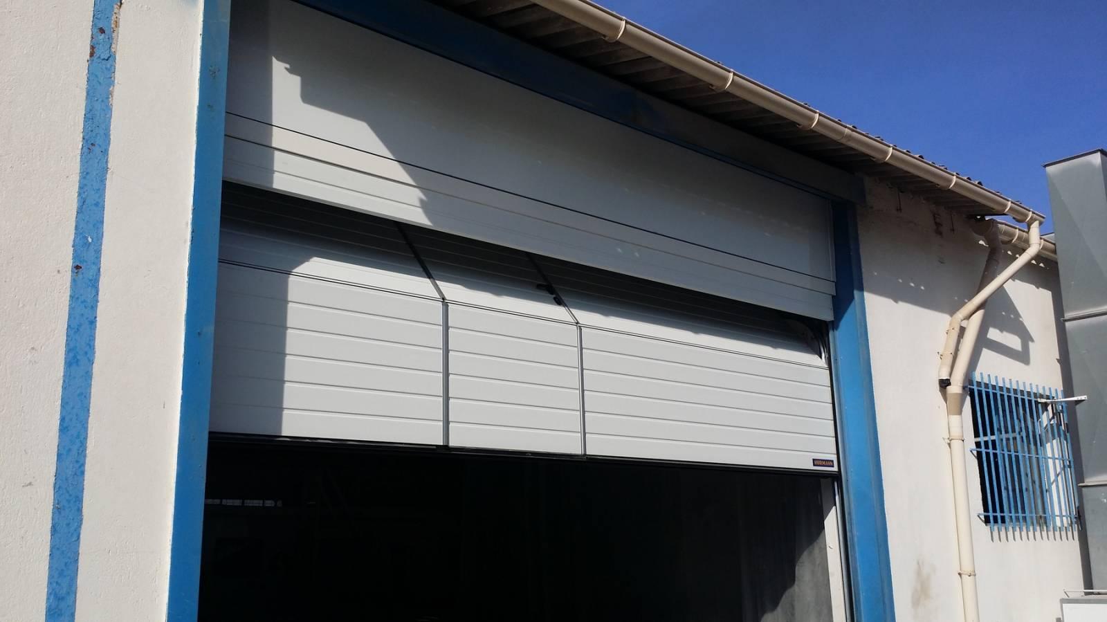 Porte de garage sectionnelle avec imposte
