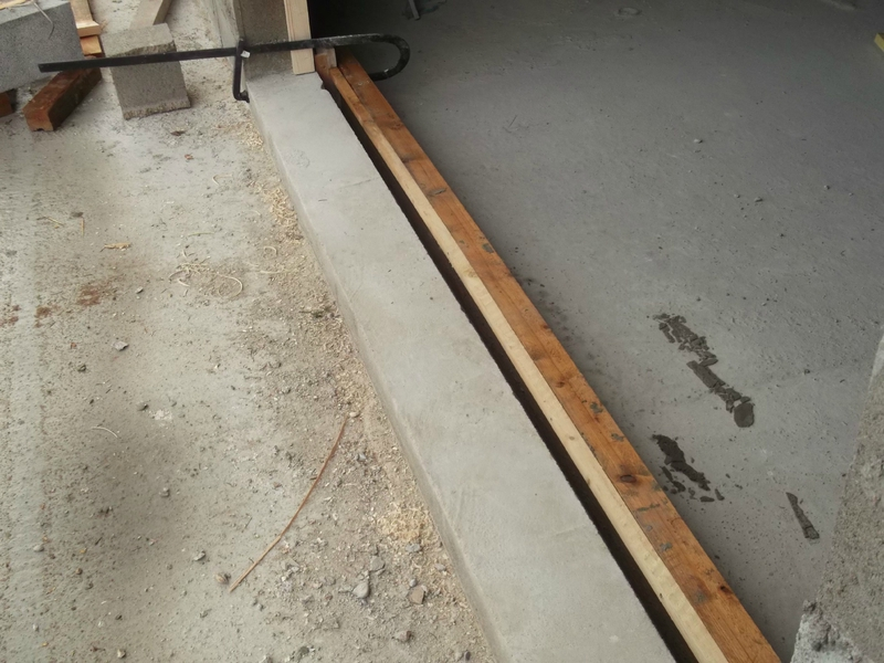 Seuil de porte de garage beton