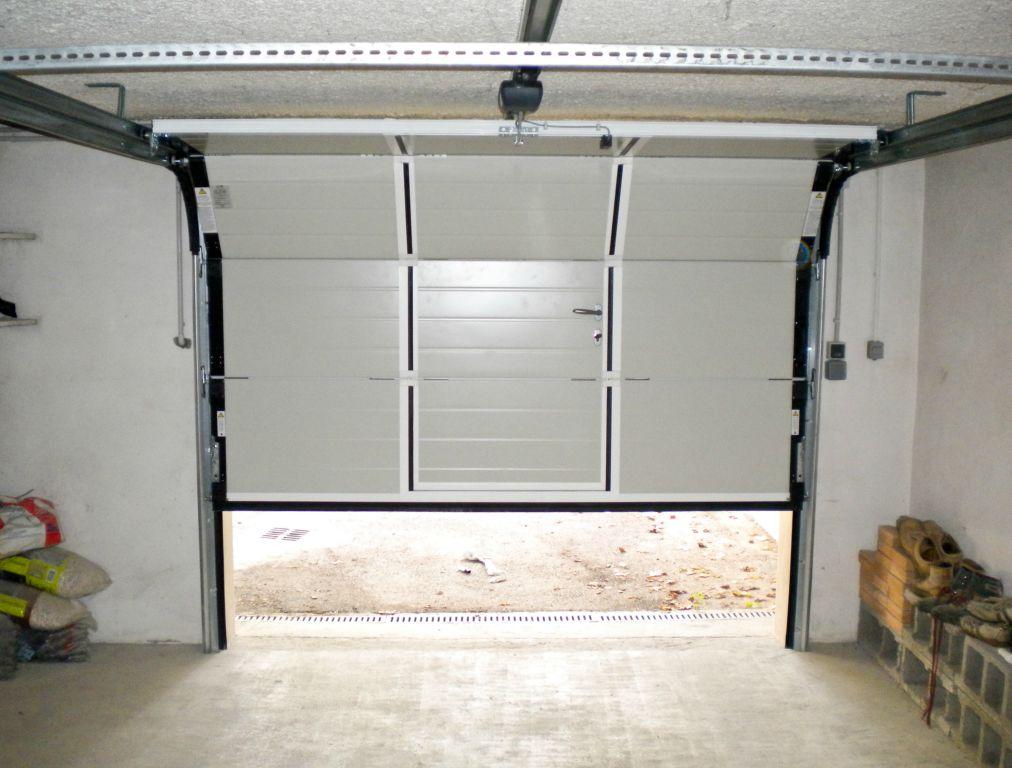 Porte de garage sectionnelle avec fenêtre