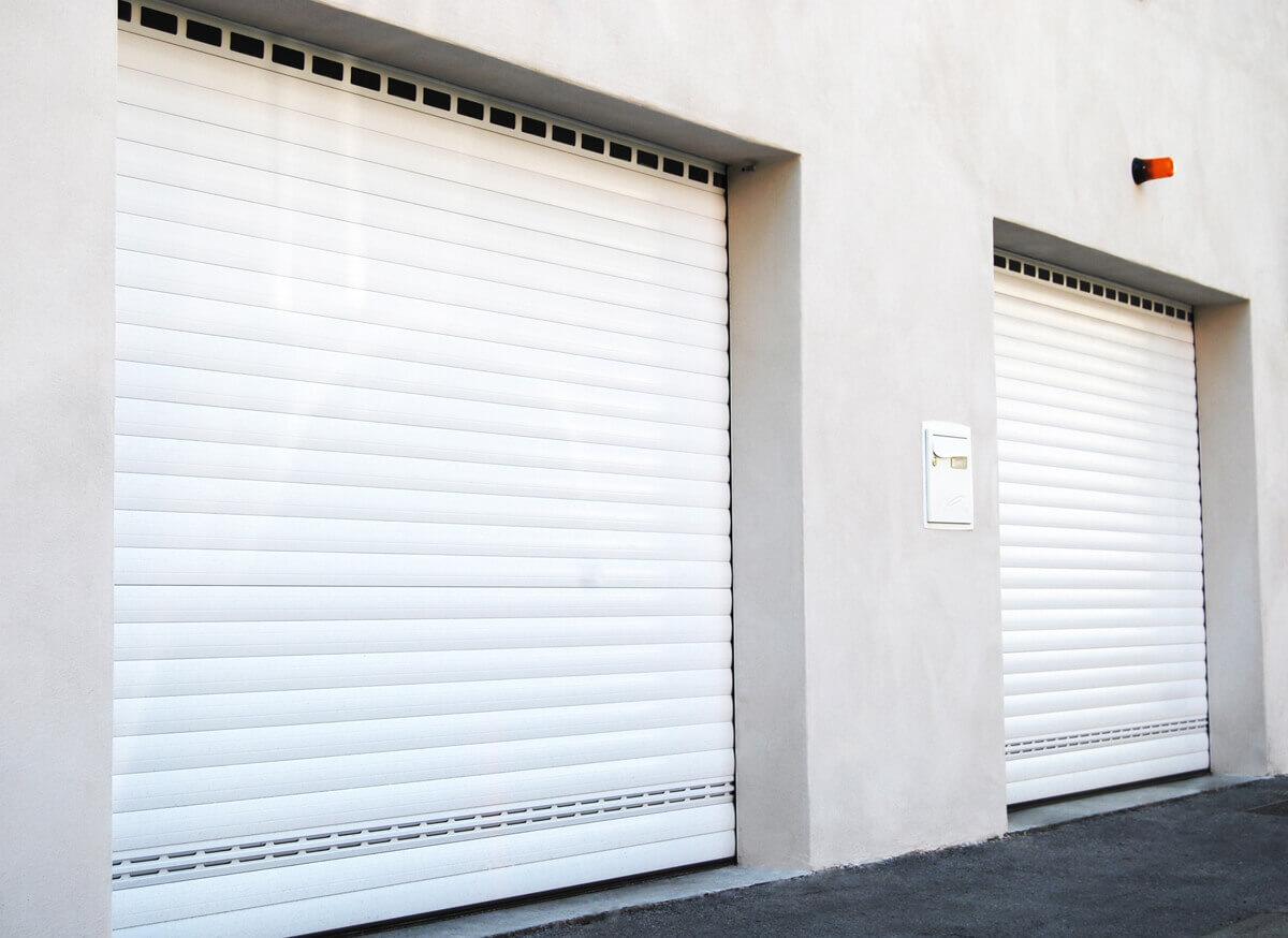 Porte de garage enroulable en applique exterieur bois eco concept.fr