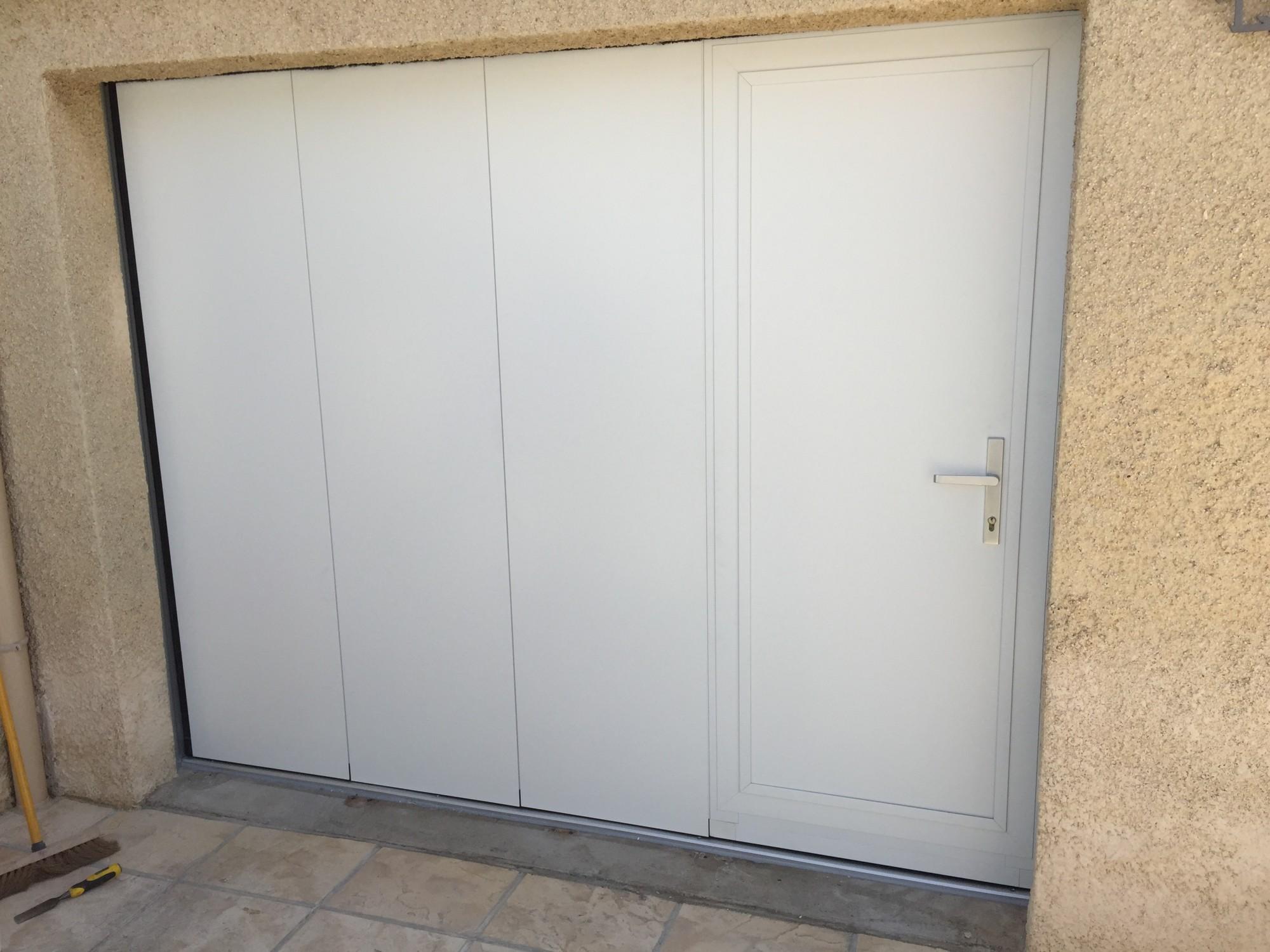 Porte de garage sectionnelle laterale avec portillon