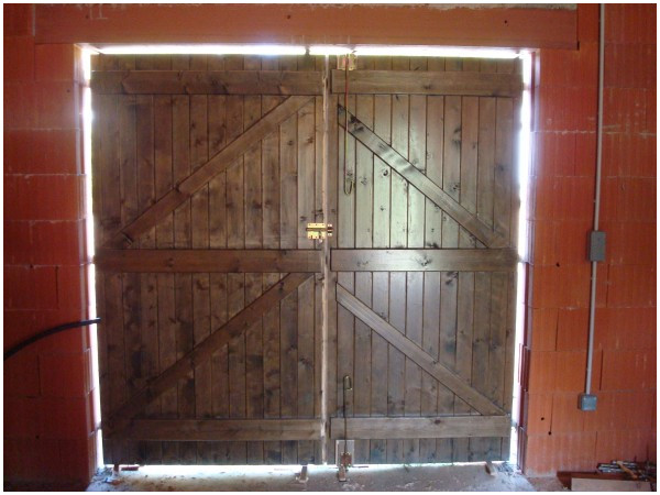 comment isoler une porte de garage en metal bois eco. Black Bedroom Furniture Sets. Home Design Ideas