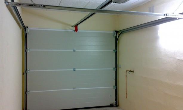 comment couper une porte de garage sectionnelle bois eco. Black Bedroom Furniture Sets. Home Design Ideas