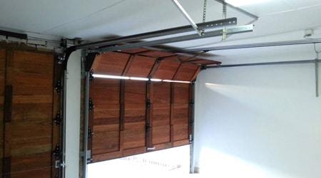 Poser un porte de garage sectionnelle