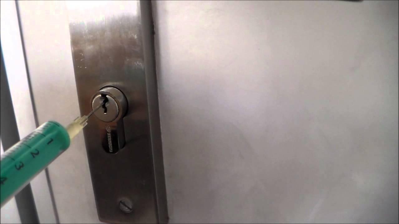 Comment percer une serrure de porte de garage
