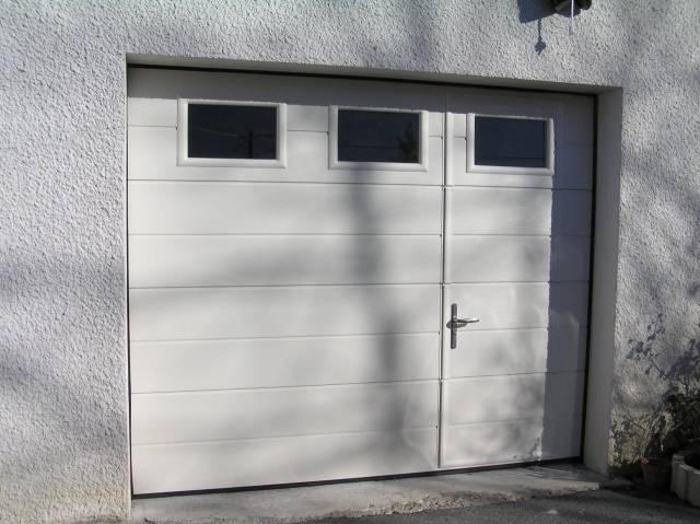 Porte de garage basculante avec portillon et hublot leroy merlin