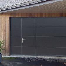Porte de garage sectionnelle à portillon