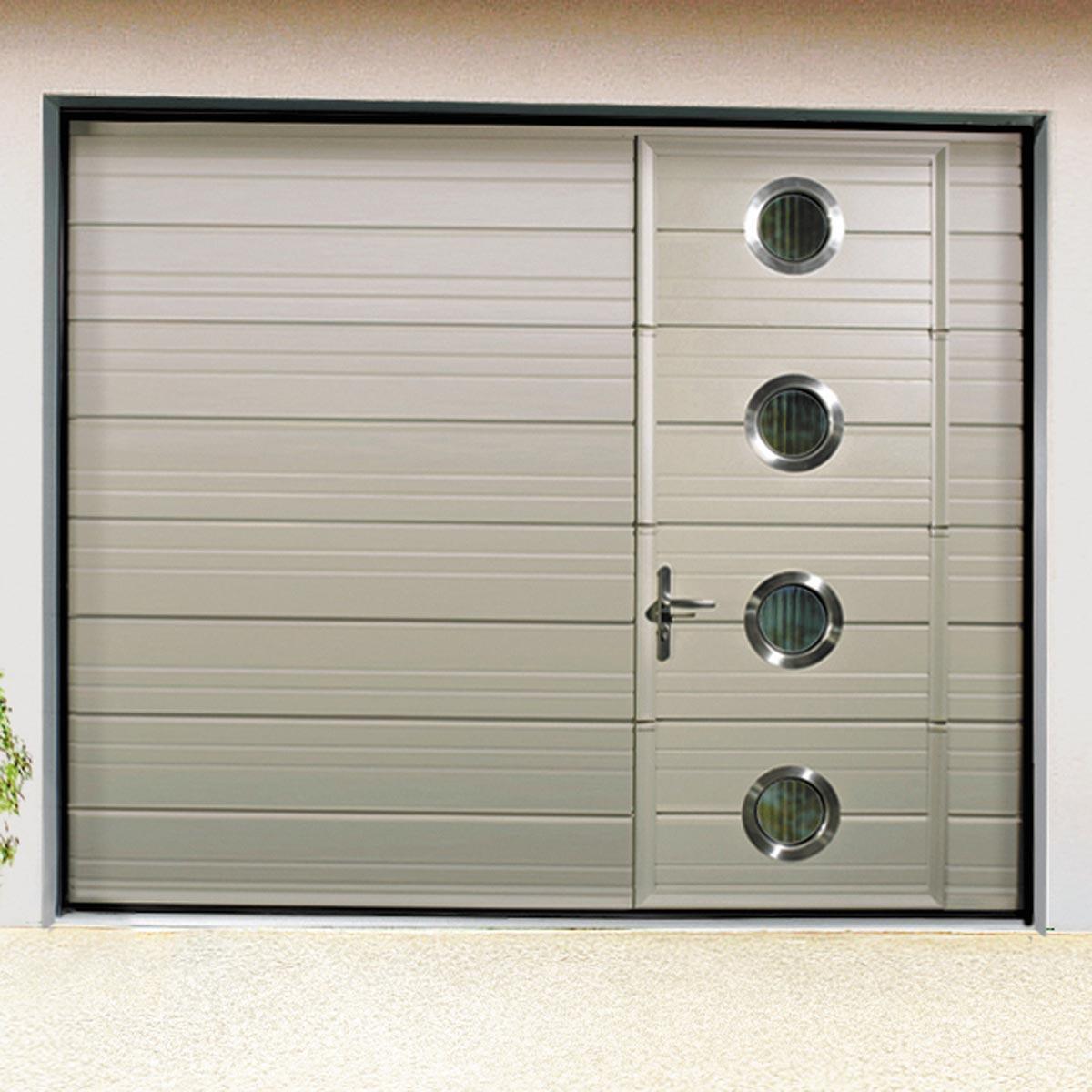 Porte de garage basculante avec portillon motorisée