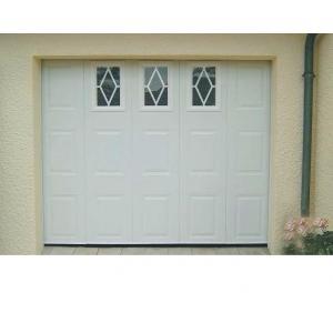 Porte de garage couleur bordeaux