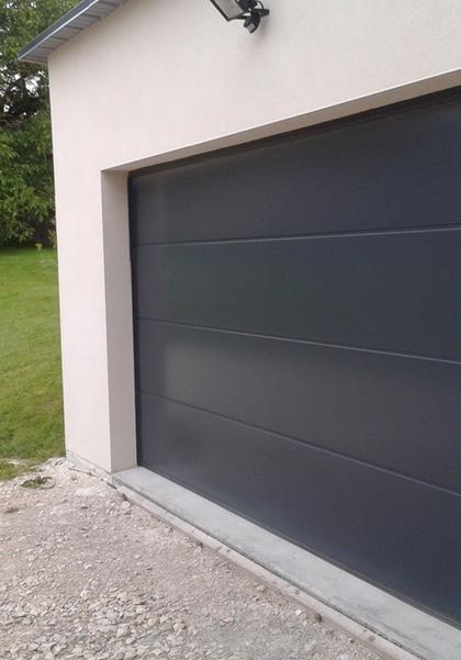 Porte de garage sectionnelle motorisée couleur bois