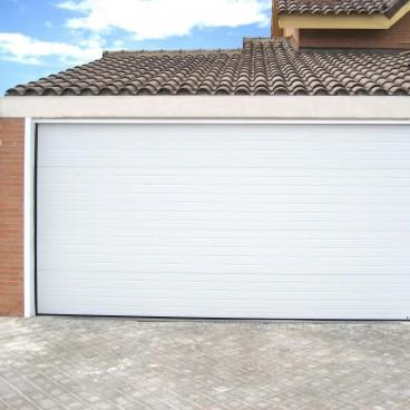 Porte de garage sectionnelle rainurée