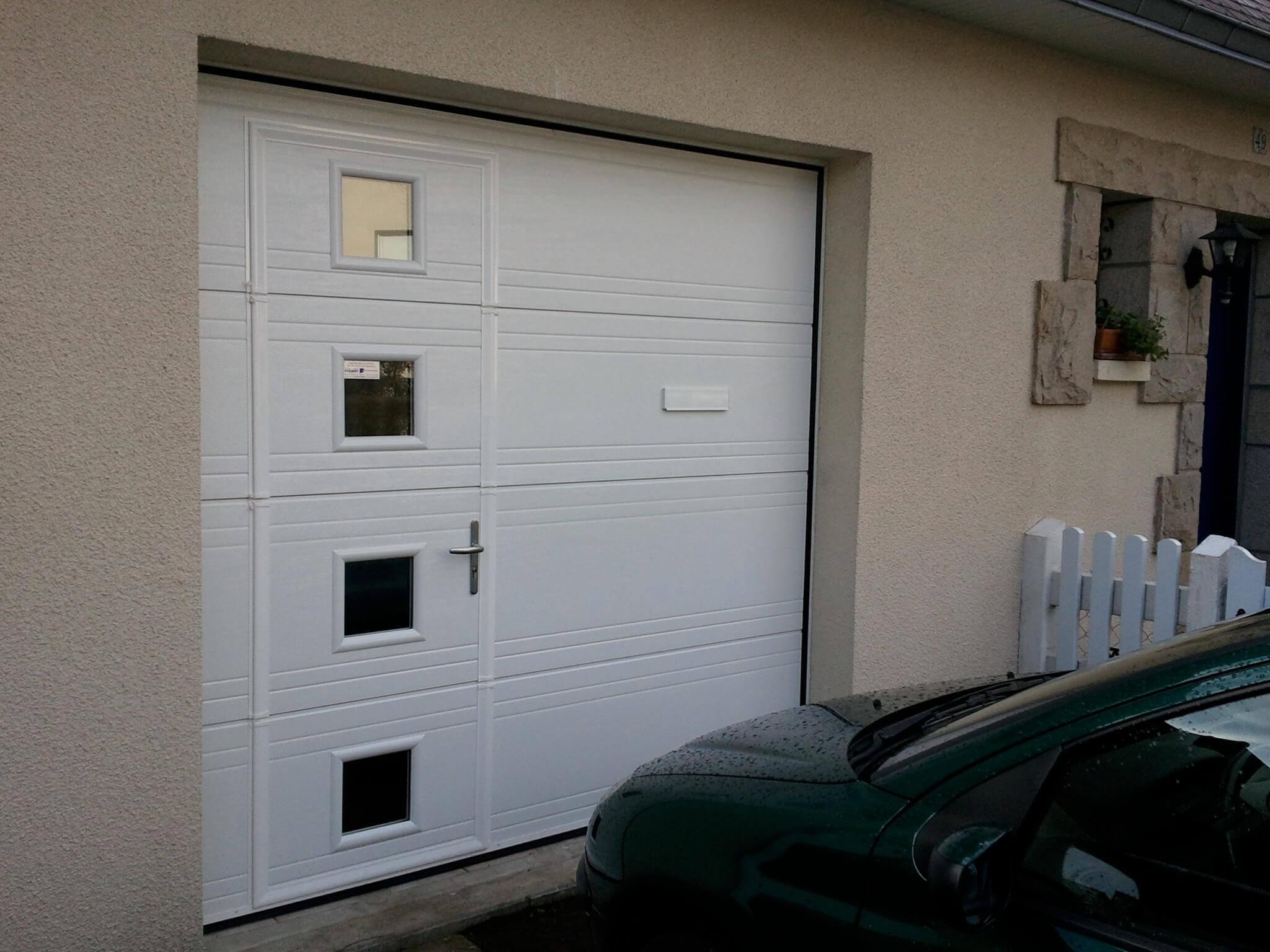 Porte de garage sectionnelle vitree avec portillon