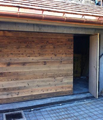Porte de garage sectionnelle habillage bois