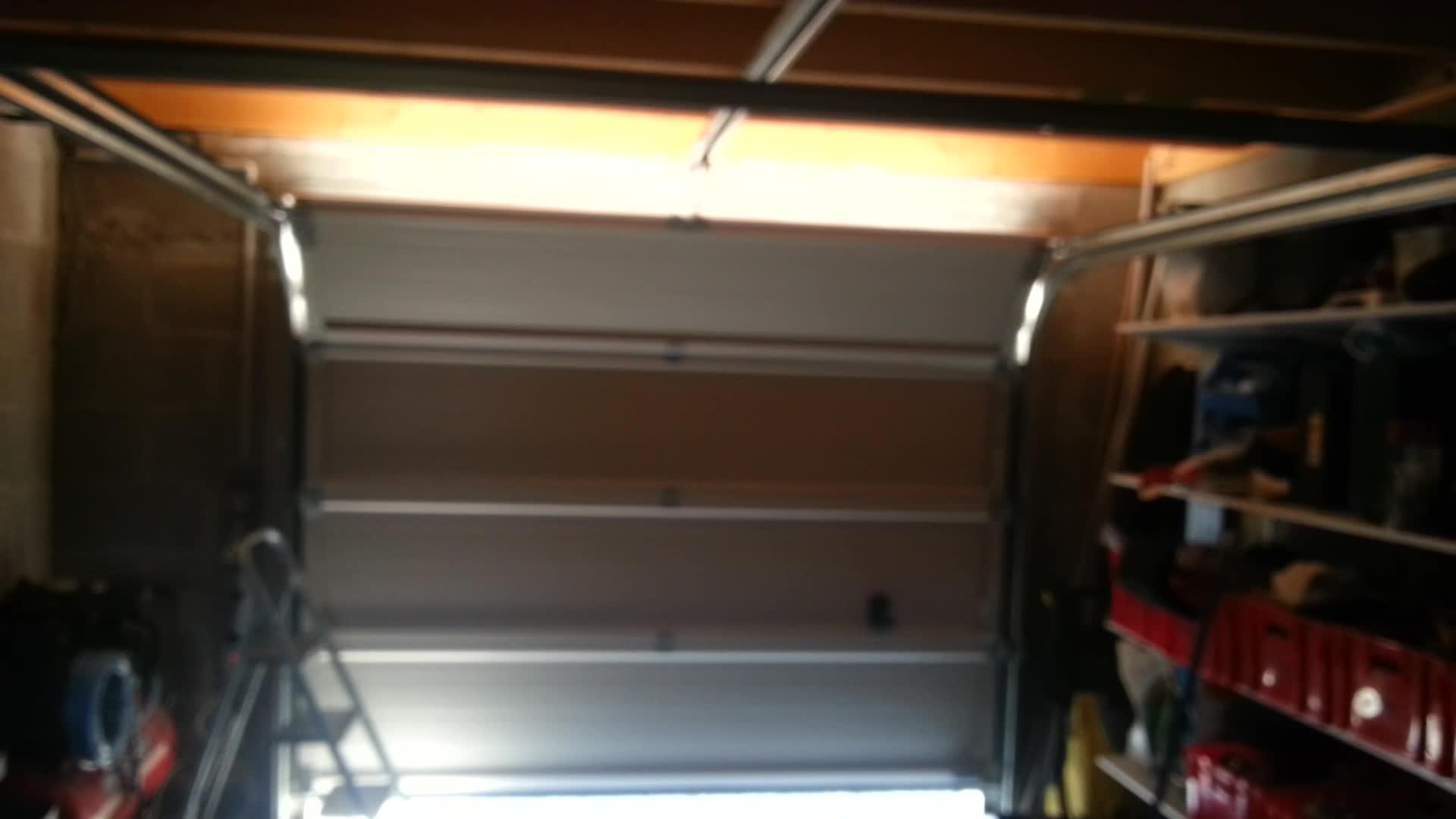 Porte de garage sectionnelle grince