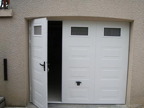 Porte de garage coulissante alu avec portillon