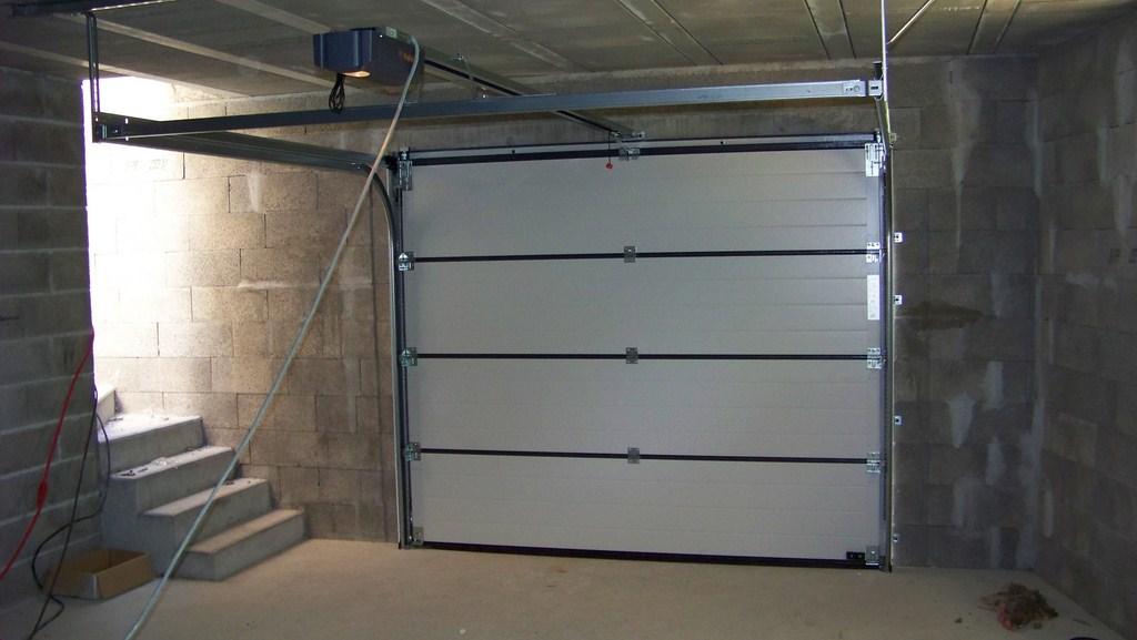 Pose de porte de garage bois eco - Pose de porte ...