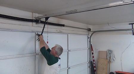 Poser porte de garage basculante
