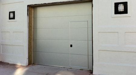 Porte de garage electrique avec porte de service