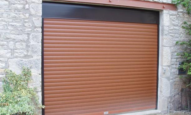 Porte de garage sectionnelle fait du bruit