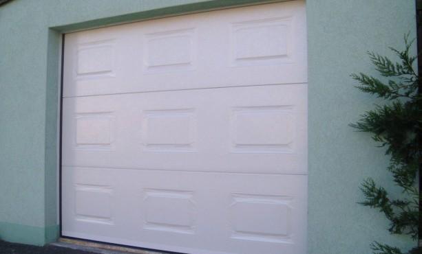Point p porte de garage sectionnelle avec portillon